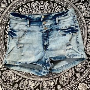 Highwaisted denim shorts!